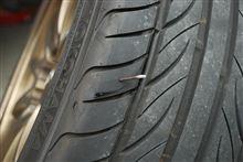 タイヤに釘が刺さっていた!