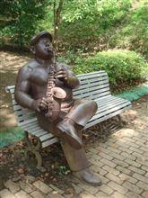 バンドマンの銅像を発見♪