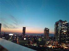 日の入り後の大阪駅