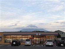 セブンイレブンの店舗と富士山