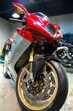 3連サイレンサーが主張する新型3気筒エンジンを搭載・MV AGUSTA F3のガラスコーティング【ラディアス川崎】