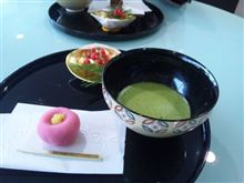 着物美女とお茶と和菓子