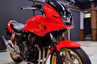 ホンダ・CB400スーパーボルドールのガラスコーティング【リボルト東京WEST】