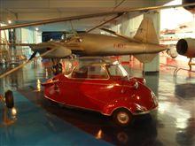航空博物館の自動車