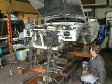 【田中オートサービス】32GT-Rフレーム修正してます