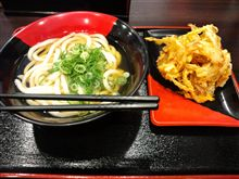 お昼はかけうどんにかき揚げ(≧∇≦)