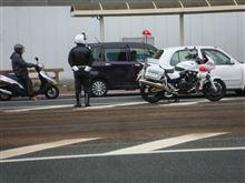 ☆ 昨日は県民交通安全の日ではなかったですが、またまた電車通りには白バイが目を光らせておりました・・・。(ご苦労様です。)