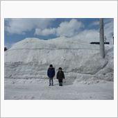 3月下旬にも関わらず、残雪多 ...