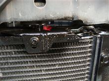 ☆ アルファードのバンパー内側の鉄の部分が錆びておりますので、軽く塗装してあげました・・・。
