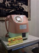 ピンクの公衆電話