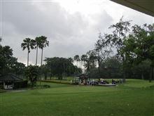 今朝は雨ですが晴れそうなのでゴルフです。