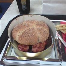 これが、例の1000円バーガーですと!?
