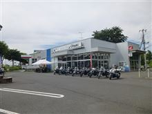 バイク屋、用品店めぐり。