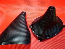 先代以来のカーボン調シフト&サイドブレーキブーツ採用へ・・・