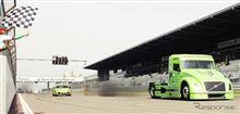 ボルボのHVトラック、ポルシェ ケイマンR を圧倒…ドイツで加速競争!