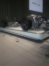 日産GT-Rのボディをとったらこんな感じ…