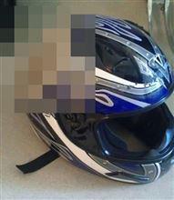 時速112kmでコケたライダーのヘルメット。