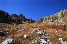 山は、すっかり秋色やね。