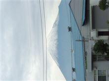初雪だ−ヽ(`Д´)ノ富士山頂が真っ白