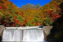 紅葉が始まった西沢渓谷を歩いてきました