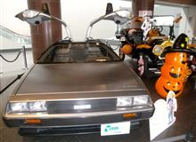トヨタ博物館の入口に展示されていたデロリアンとフォードT型♪