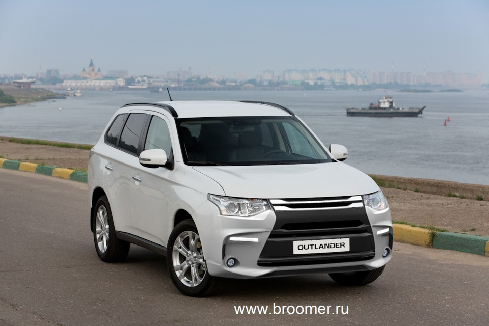 broomer design mitsubishi outlander pajero russia. Black Bedroom Furniture Sets. Home Design Ideas