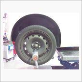 6年目の冬用タイヤに交換中。