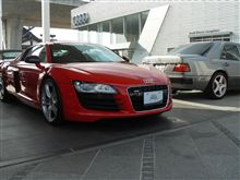 赤い車とグレーの愛車