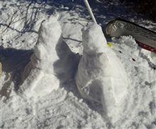 ラル「いや、このランバ・ラル、たとえ素手でも雪像は作り遂げてみせるとマ・クベ殿にはお伝えください」
