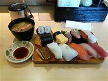 魚市場の活き活き寿司