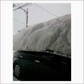 車庫が雪の重みで潰れた