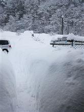 雪のフェンスでしょうか?