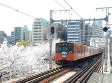 どっこい生き残った・・・  大阪環状線 オレンジ色の電車