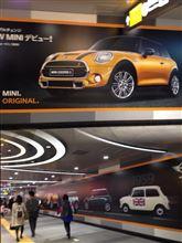 NEW MINIの壁目広告がありました