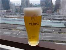 東京駅を見ながら