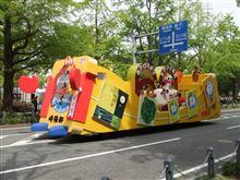 横浜でシウマイ弁当カーがパレードに参加してました!