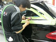 メッキを磨くと車が新車のようになります。
