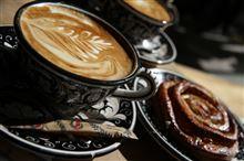 """【プレゼント検討中】コーヒーは甘いのしか飲めないので""""金のラテ""""を買ってみた。"""
