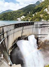 【いきいき富山】 豪快・轟音…黒部ダムの観光放水始まる