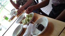 """今日のランチは次男と山のじぃちゃんの誕生会@""""風土村""""♪パパは""""エビチリ"""",子供らは""""チョコフォンデュ""""とメロンを好きなだけ食べまくりなのです。"""