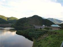 山梨須玉町の「塩川ダム」と「みずがき湖」