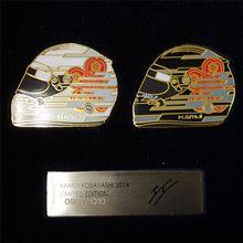 【F1】【グッズ】小林可夢偉2014年ヘルメット・ピンバッジ セット