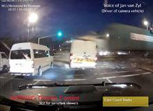 赤信号で突っ込んだトラックが一瞬で19人殺し、その後も5人死亡、80人が負傷