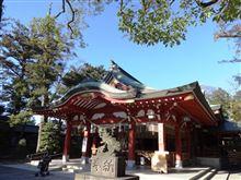 年の瀬の神社、意外と賑わってます。