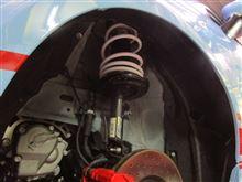 アバルト595/595Cに乗り心地の良いダウンサスを装着して、更にカッコ良く!