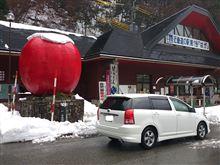 リンゴの上に雪