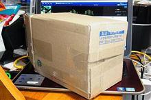 今日はのんびりとCD-R編集してたら、謎の小包が(笑)