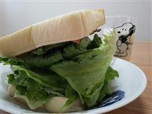 ベーコンレタスエッグサンド。