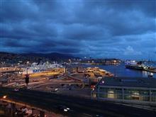 ホテルの窓辺から19 ジェノバ港の夜・・