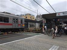 「私鉄沿線」の小さな駅に降り立った朝